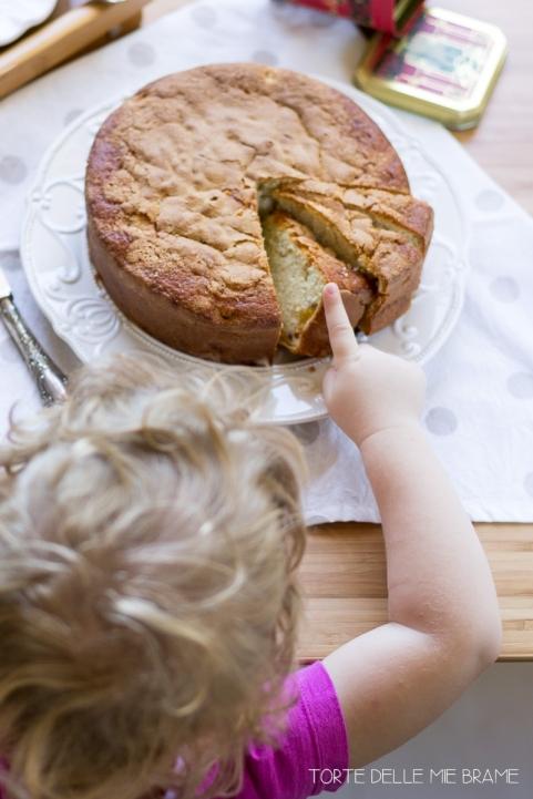 torta-soffice-pesche-panna-montata5.jpg